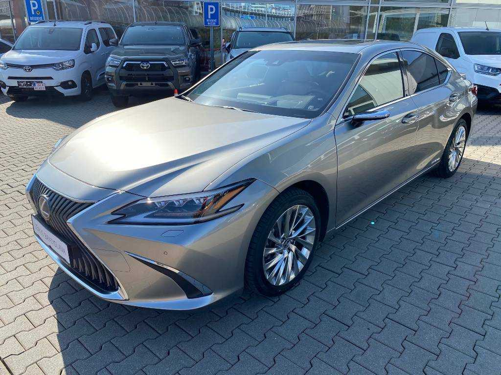 Lexus ES 300h Luxury Innovation